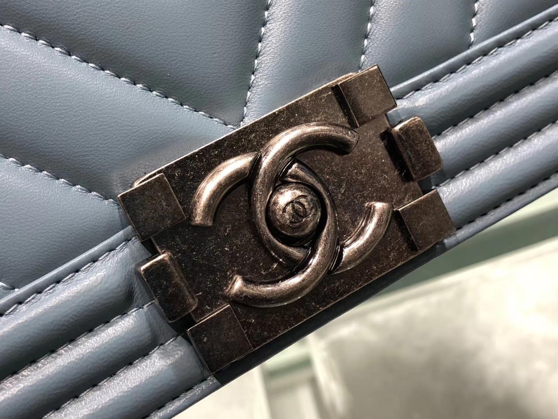 Chanel(香奈儿)Leboy # 羊皮配搭复古砂银【羊皮V格】牛仔蓝 25cm