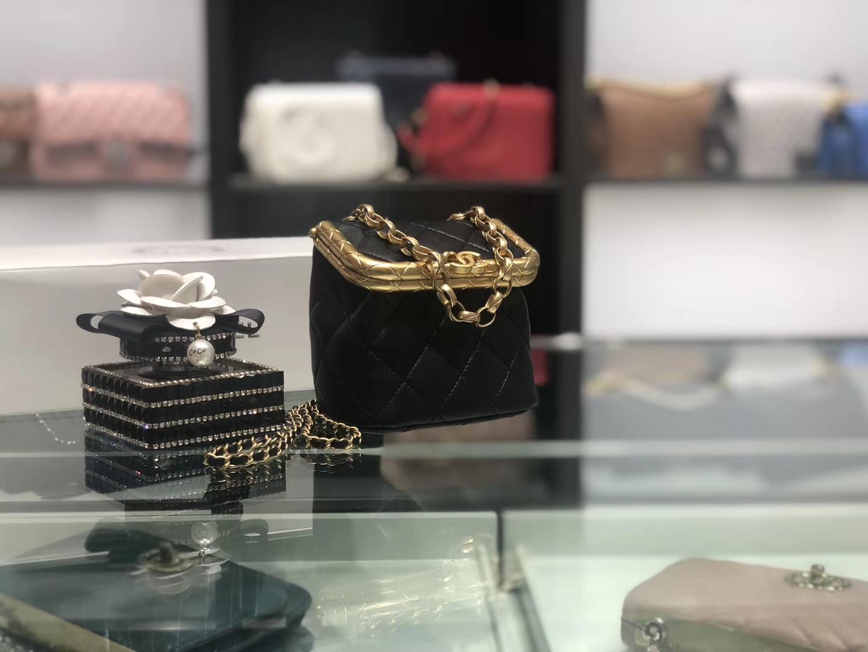 Chanel(香奈儿)最新 链条包 黑色 金扣 当季最难买的一只小爱