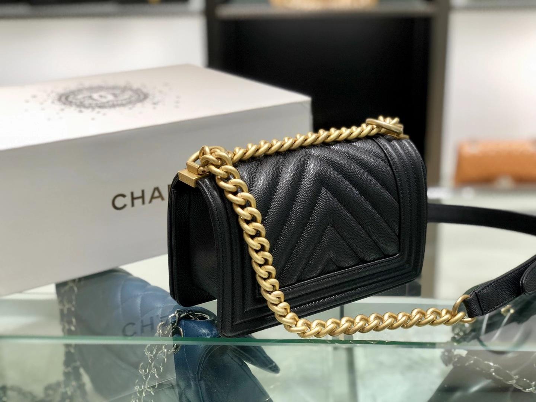 Chanel(香奈儿)Leboy 球纹皮配搭复古砂金 V格 黑色 20cm