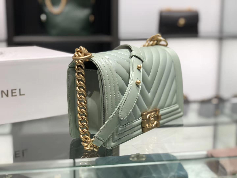 Chanel(香奈儿)Leboy # 羊牛皮配搭复古砂金【羊皮V格】薄荷绿 25cm