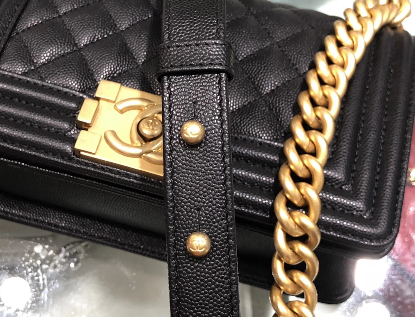 Chanel(香奈儿)Leboy 球纹皮配搭复古砂金 菱格 黑色 20cm