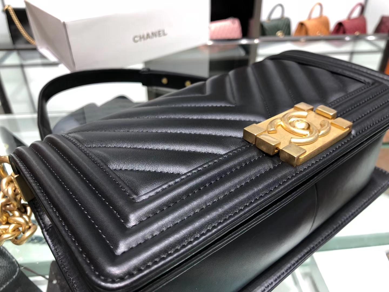 Chanel(香奈儿)Leboy # 羊牛皮配搭复古砂金【羊皮V格】黑色 25cm