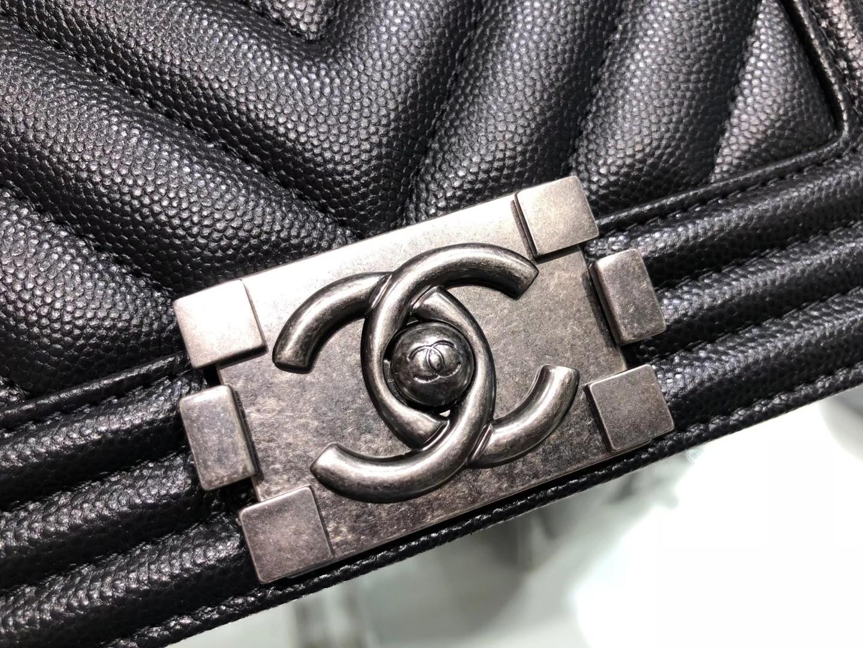 Chanel(香奈儿)Leboy 球纹皮配搭复古砂银 V格 黑色 20cm