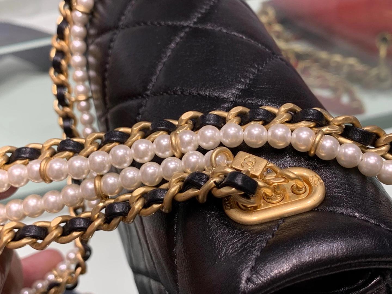 Chanel(香奈儿)CHA 20秋冬珍珠链条口盖包 黑色 13×21×6cm