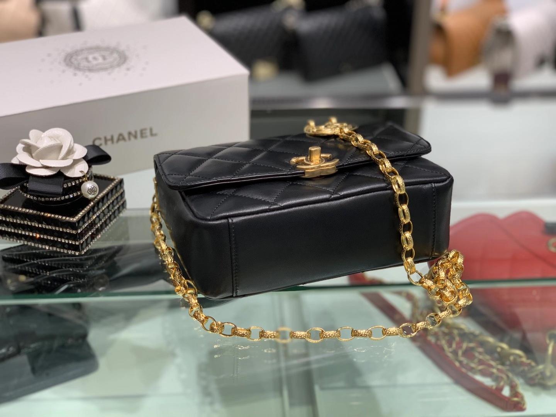 Chanel(香奈儿)CHA 20秋冬复古链条金币包 黑色 一面logo 一面人像 雕花链条 17×21×7cm