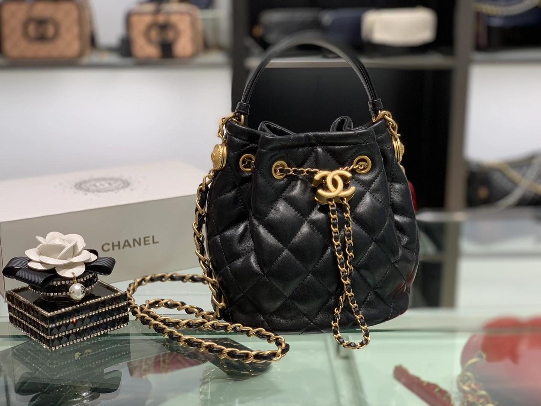 Chanel(香奈儿)𝟮𝟬𝟮𝟬 复古纽扣抽绳包 黑色 金链 金扣
