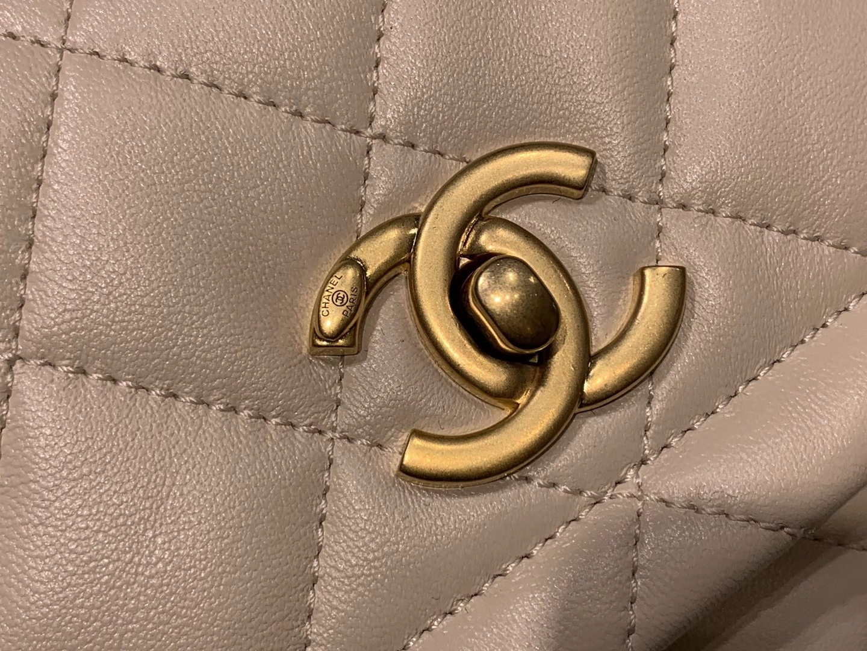 Chanel(香奈儿)𝟮𝟬𝟮𝟬 复古纽扣包 白色 金链 金扣 19𝓬𝓶