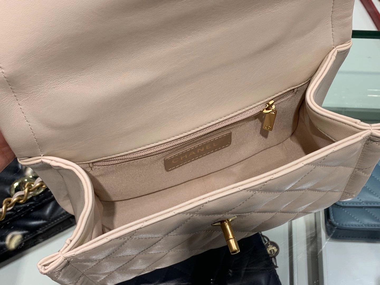 Chanel(香奈儿)𝟮𝟬𝟮𝟬新款 复古纽扣包 白色 𝟮𝟮𝓬𝓶