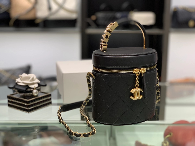 Chanel(香奈儿)2020 珍珠化妆桶包 黑色 复古五金相配的小珍珠搭配 精致 典雅 复古