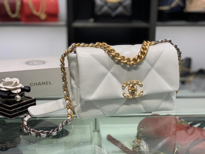 Chanel(香奈儿)19bag 最新 亮面褶皱小羊皮 纯白色 26cm