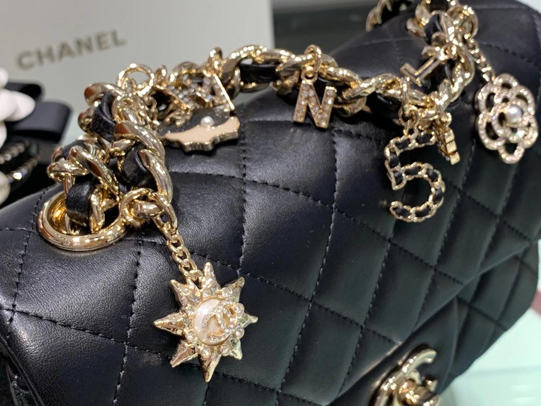 Chanel(香奈儿)CF Mini 吊坠徽章系列 黑色