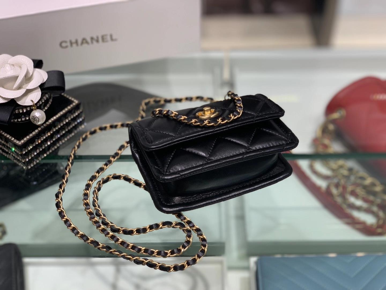 Chanel(香奈儿)复古纽扣口盖包 mini 黑色 金扣