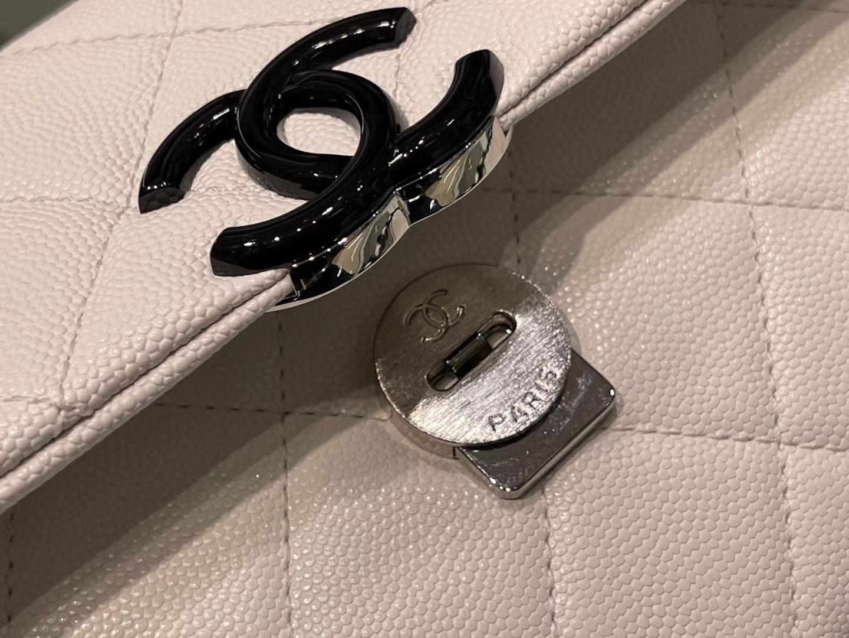 Chanel(香奈儿)2021早春度假系列 熊猫口盖包 白色 全黑枪扣烤漆五金