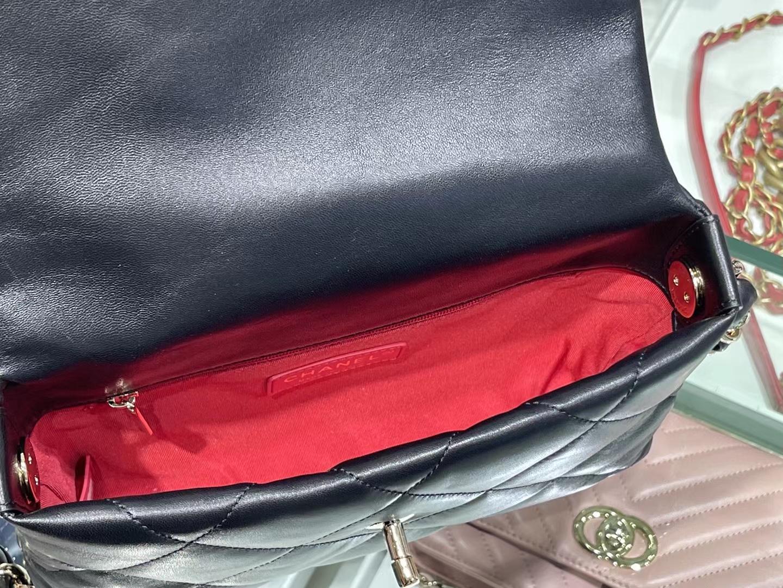 Chanel(香奈儿)2021 新款 早春度假系列 字母腋下包 黑色 金链 金扣