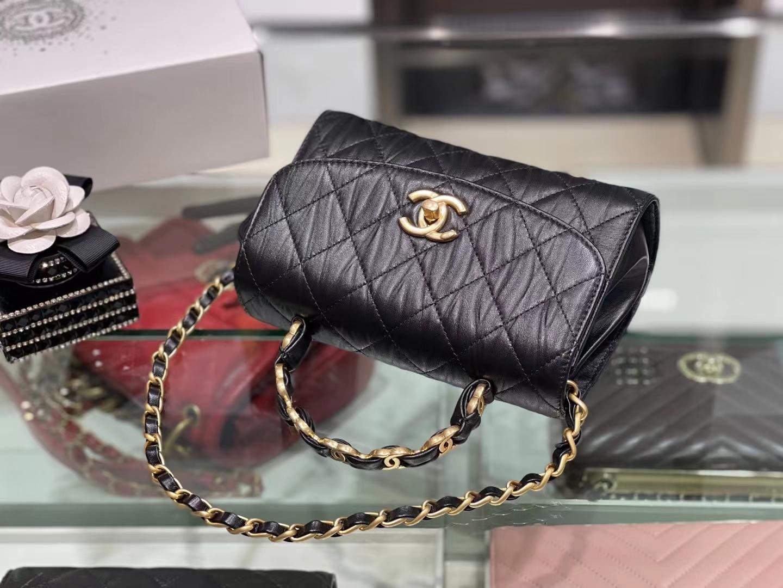 Chanel(香奈儿)2021 最新 迷你手提口盖包 小羊皮褶皱 黑色 金扣 金链